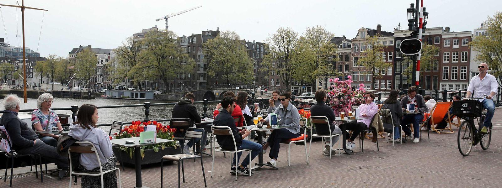 Gastro-Terrassen dürfen in den Niederlanden zwischen 12 Uhr und 18 Uhr wieder geöffnet sein, wenn auch mit Auflagen.