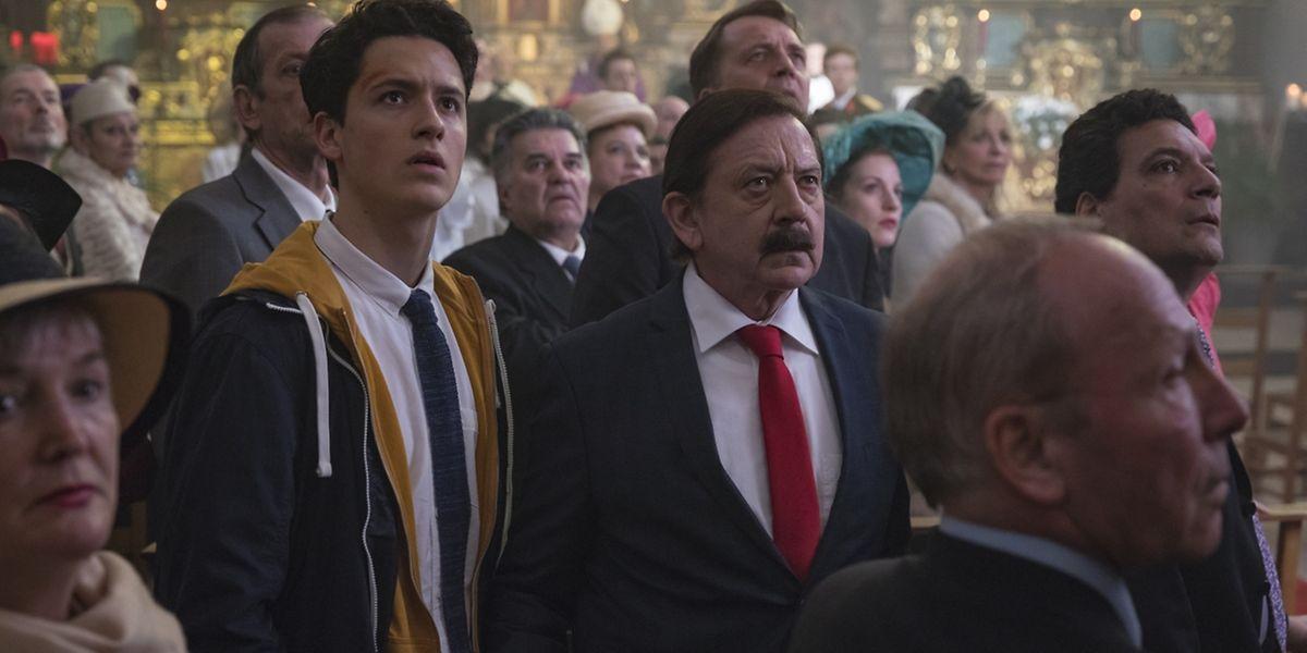 Charel Kuddel (André Jung, r.) und Sohnemann Metti (Etienne Halsdorf) müssen die Krone  - und noch das ganze Großherzogtum dazu - retten