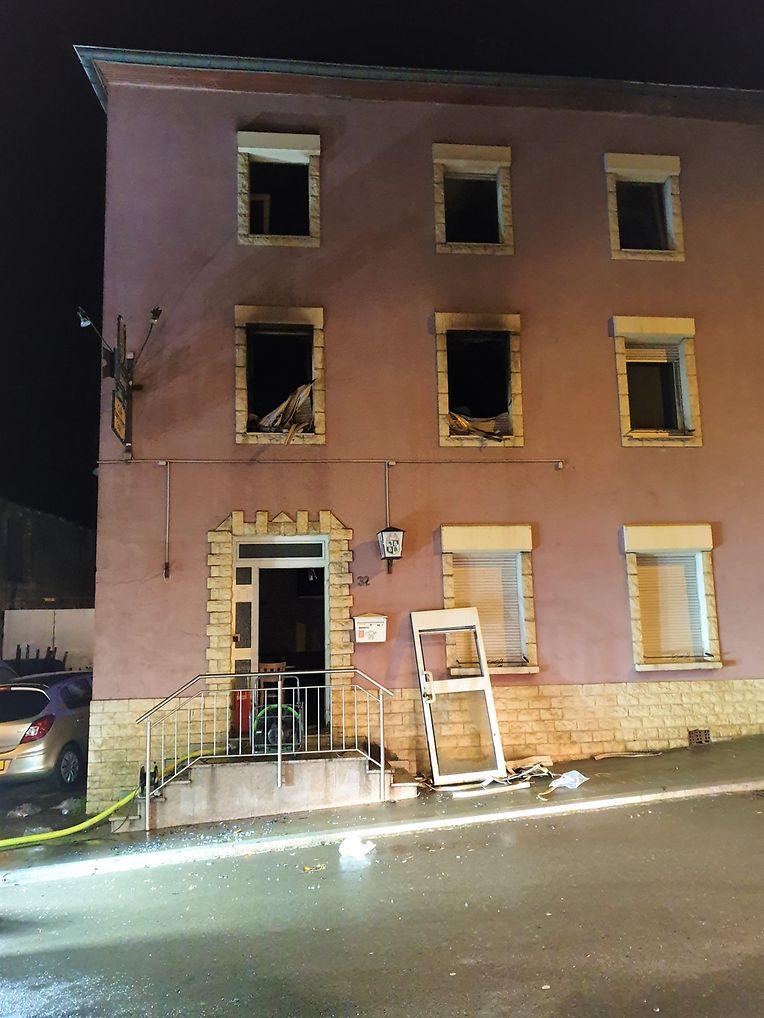 Beim Brand in einem Wohnhaus in Sassenheim ist in der Nacht auf Samstag ein 46-jähriger Mann gestorben.