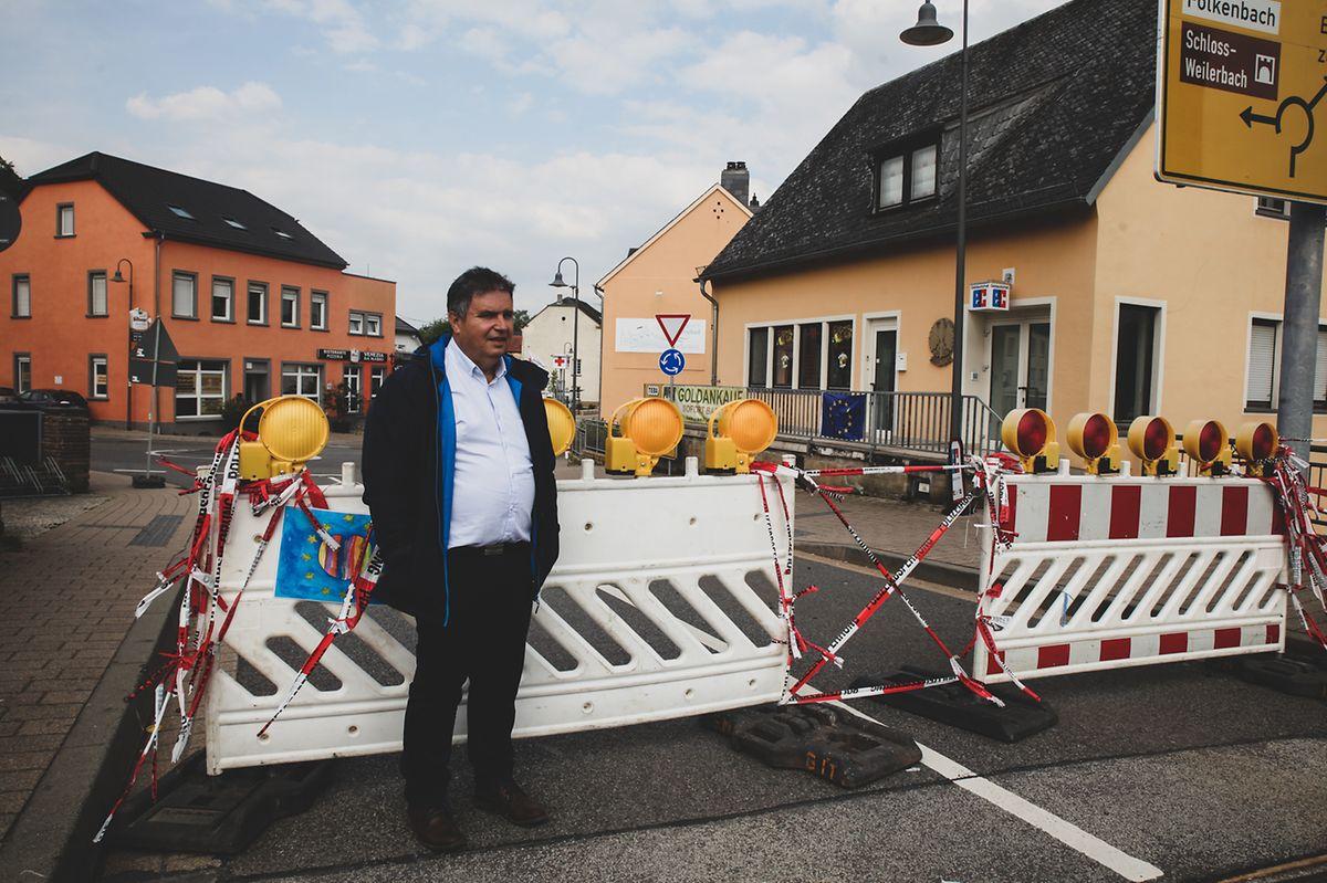 A barreira policial em Echternacherbruck, dias antes de ser derrubada.