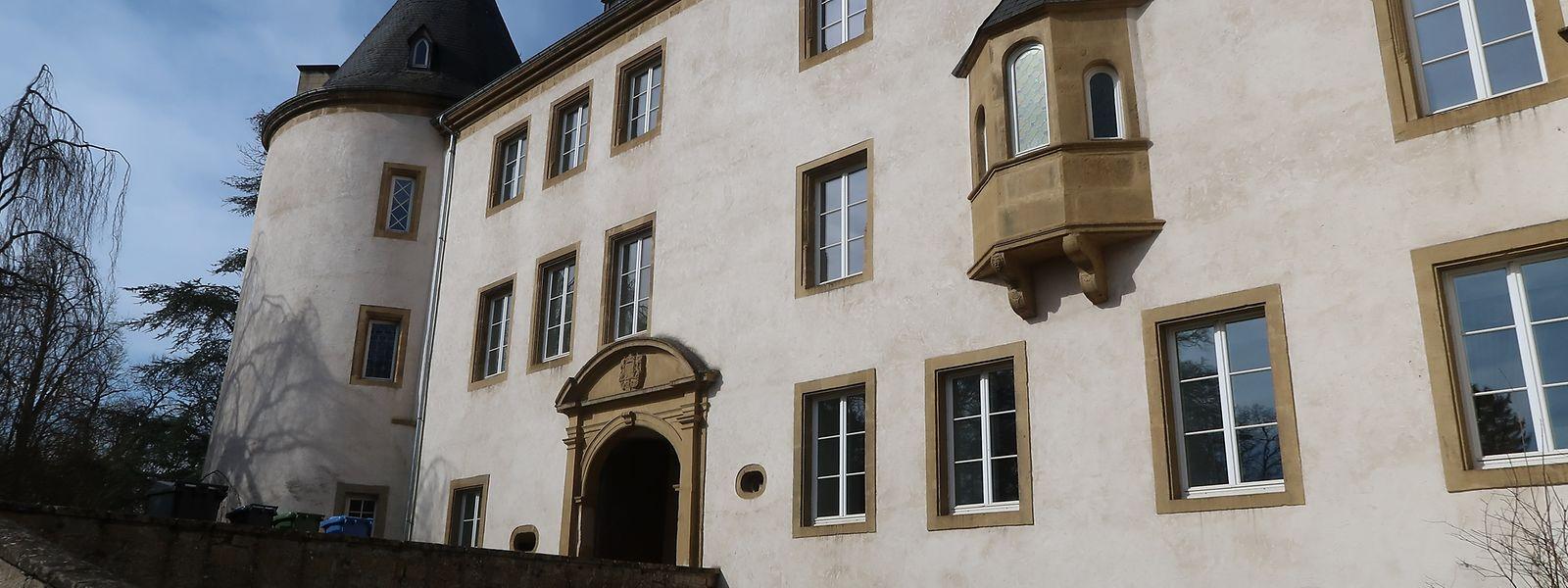 Das Schloss gehört dem Staat. Die Unterhaltskosten für das geschützte Gebäude gelten als sehr hoch.