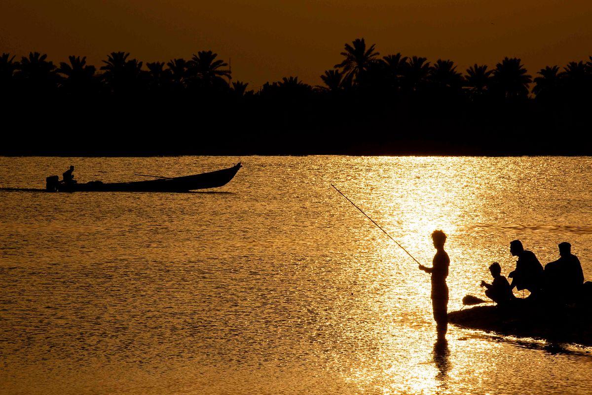 Pêche nocturne à Basra.