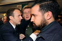 French president Emmanuel Macron (L) visits the 55th International Agriculture Fair (Salon de l'Agriculture) at the Porte de Versailles exhibition center in Paris, on February 24, 2018 as Elysee senior security officer Alexandre Benalla (R) looks on. / AFP PHOTO / POOL / Ludovic MARIN