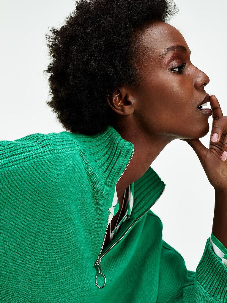 Für die kälteren Tage: Zip-up-Pullover von Tommy Hilfiger, um 159 Euro.