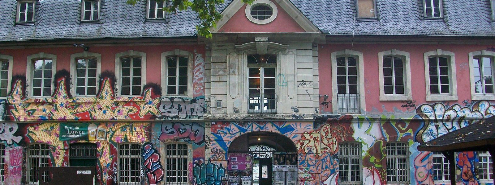 """Seit Jahrzehnten ein Treffpunkt der alternativen Kulturszene: Das """"Exhaus"""" in Trier muss nun generalsaniert werden."""