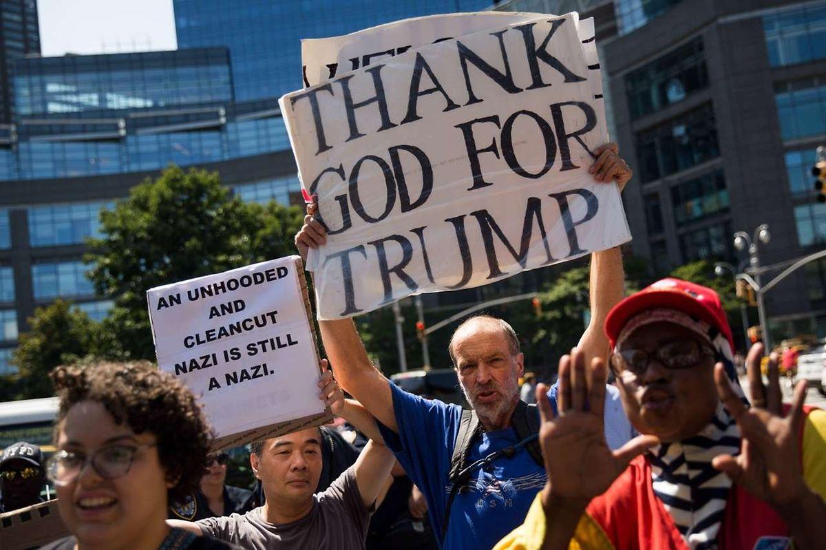 Nie zuvor waren Gruppierungen der extremen Rechten in den USA prominenter als in der Ära Donald Trumps. Das Foto wurde in Charlottesville am vergangenen Wochenende während der Antirechtskampagne geschossen. Ein Trump-Anhänger mischte sich unter die Gegendemonstration.