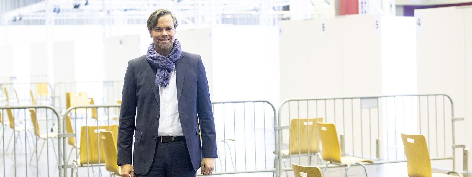 Luc Feller, no centro de vacinação em Limpertsberg, revela como vai ser a campanha de vacinação anti-covid no Luxemburgo.