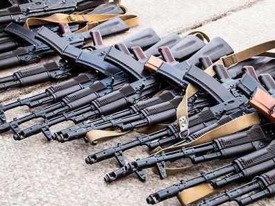 Amnesty International fordert die Staaten und das Bankenwesen dazu auf, sich gemeinsam konsequenter gegen die Produktion, den Verkauf und den Einsatz von illegalen Waffen und Munition einzusetzen..