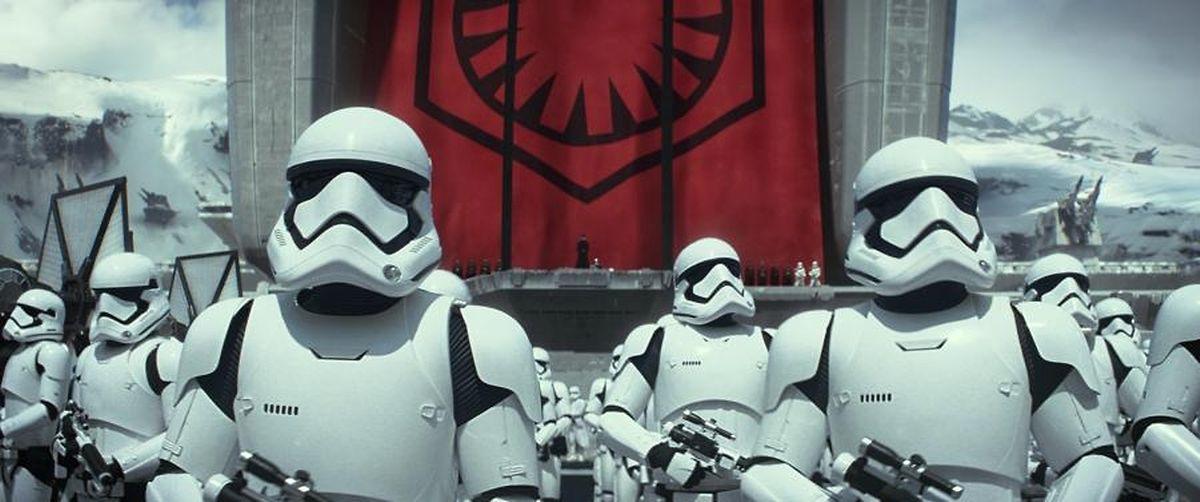 Das Imperium ist besiegt, doch schon steht eine neue Bedrohung vor der Tür.