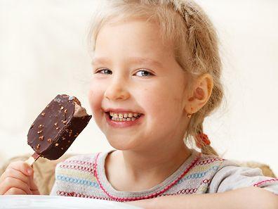 Dem Heißhunger der Kinder sollte man nicht einfach so nachgeben.