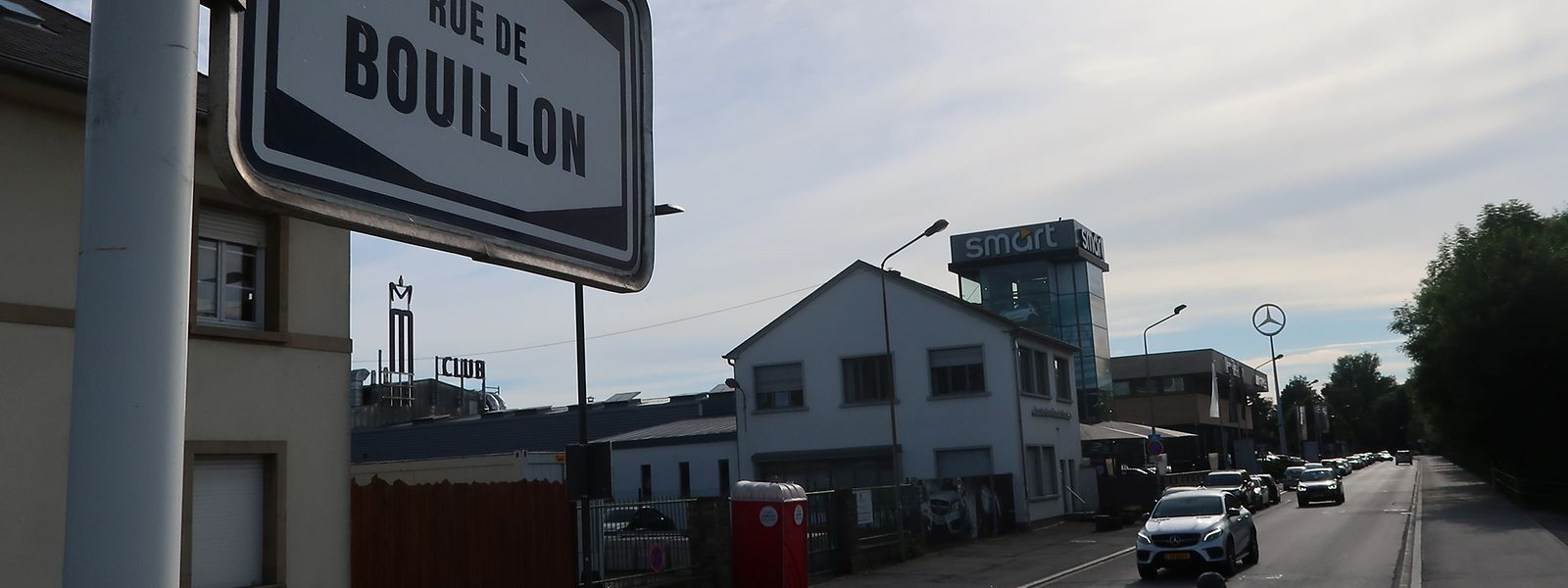 Kurz vor 7 Uhr morgens kam es am 14. Februar 2016 nach einem Diskobesuch in der hauptstädtischen Rue de Bouillon zu einer Schlägerei zwischen Polizisten, Soldaten und Zivilisten.