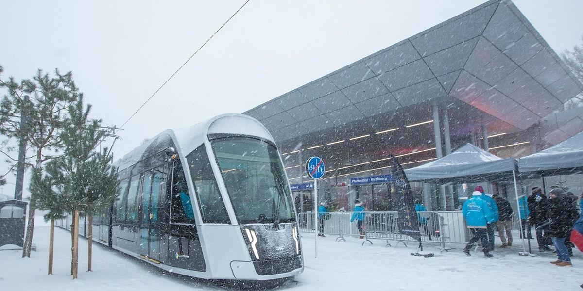 Von Sonntag an fährt die Tram Passagiere durch die Avenue Kennedy. Dabei werden insgesamt acht Haltestellen bedient.