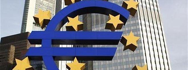 Die meisten Volkswirte rechnen damit, dass sich EZB-Präsident Mario Draghi weiterhin alle Optionen offenhalten wird.