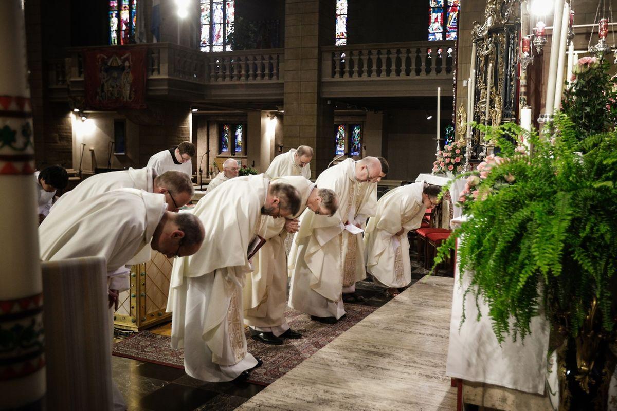 """Messe für Kordall Sainte - Barbe (Kéinzig, Féngeg) und die neuen Pfarreien: """"Mess – Réibierg Sainte - Famille"""" (Äischdall, Garnech-Koler-vun der Mess)."""