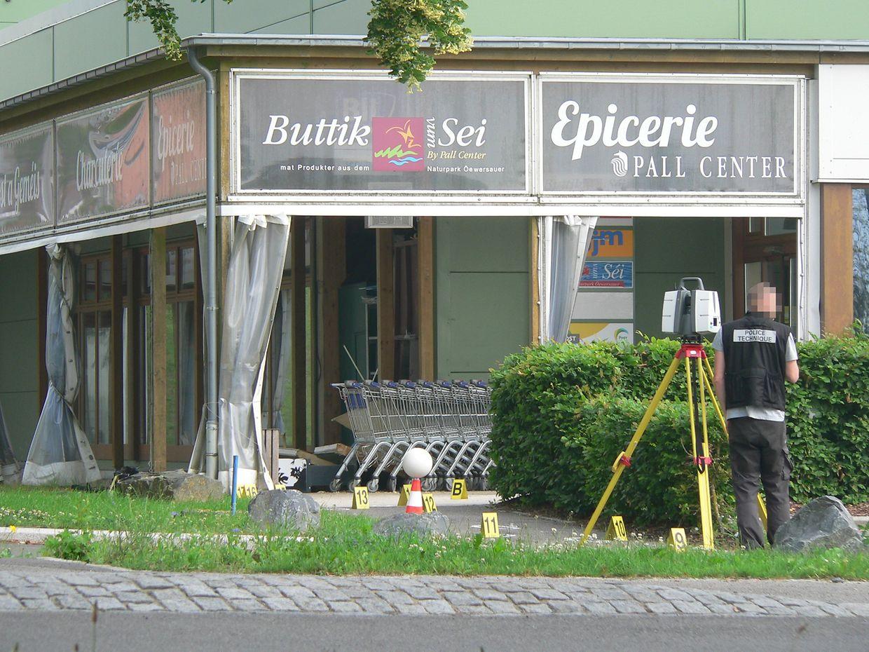 Die Spurensicherung untersucht den Tatort.