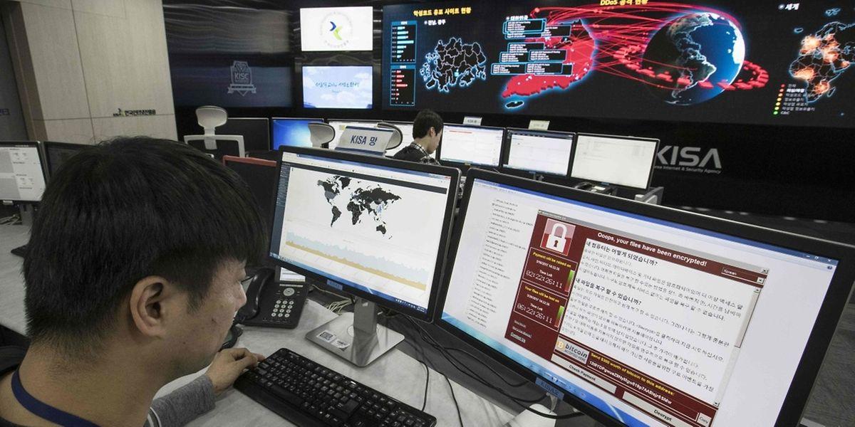 Die Suche nach den Verantwortlichen der Cyberattacke läuft.