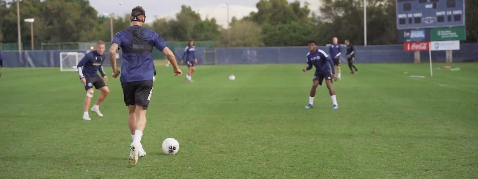 Maxime Chanot (am Ball) lässt sich nicht vom Training abhalten.