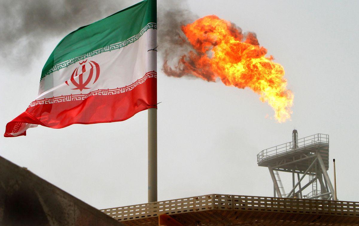 Die Europäer erklären,  dass die EU auch an der Aufrechterhaltung des Zahlungsverkehrs und der Öl- und Gasgeschäfte mit dem Iran arbeiten werde. Man bedauere zutiefst die Wiedereinsetzung der US-Sanktionen, heißt es.