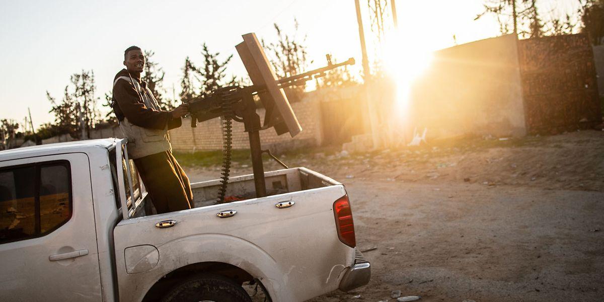 Ein Kämpfer der Regierung der nationalen Einheit (GNA) in Tripolis: In Libyen tobt seit mehreren Jahren ein Bürgerkrieg.