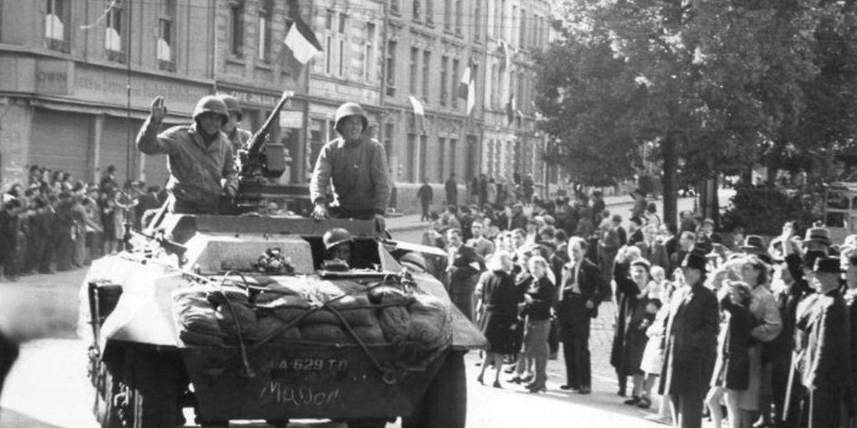 10 septembre 1944. «Les Américains sont là!» Après quatre années d'occupation allemande, un vent de libération souffle sur la capitale avec l'arrivée des Américains.