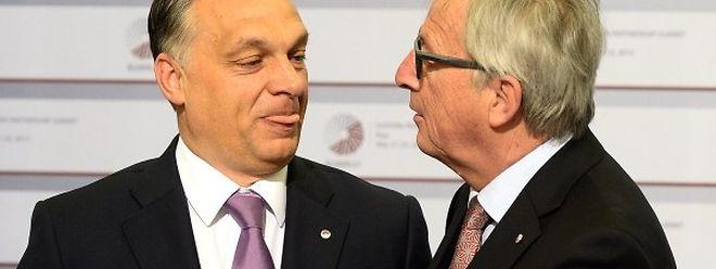 Viktor Orban et Jean-Claude Juncker lors du sommet à Riga