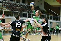 FLH Handball Spielzeit 2020-2021 Meisterschaft der AXA League der Männer zwischen dem HB Esch und dem HC Berchem am 13.02.2021 Yann HOFFMANN (77 HCB) zwischen Adel RASTODER (22 HBE) und Miha PUCNIK (34 HBE)