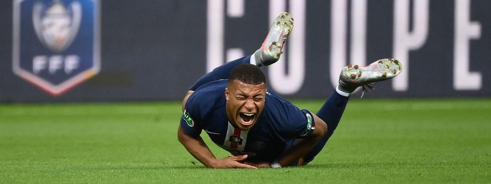 Kylian Mbappé verletzte sich gegen St-Etienne am Knöchel und musste frühzeitig ausgewechselt werden.