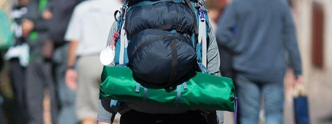 Trekkingurlauber haben meist schwer zu tragen - doch wer mit System packt, schafft Ordnung und schont seinen Rücken.