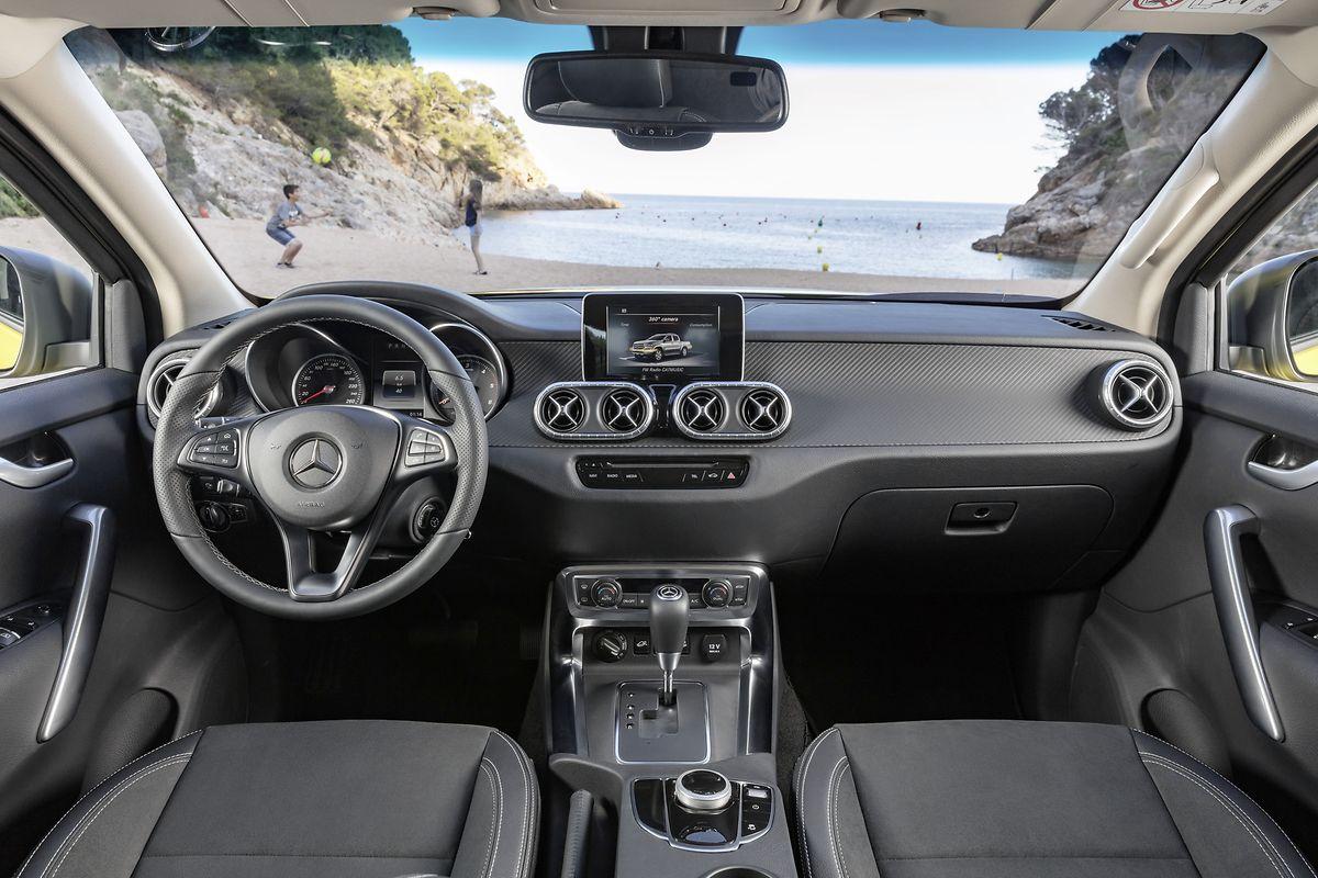 Das Cockpit kann die Verwandtschaft zum Nissan Navara nicht ganz leugnen.