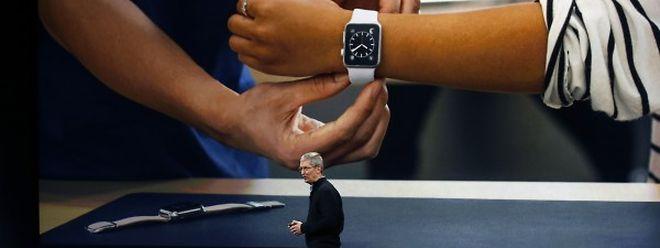 Die Konkurrenz ist rund, doch Apple bleibt rechteckigen Displays treu.