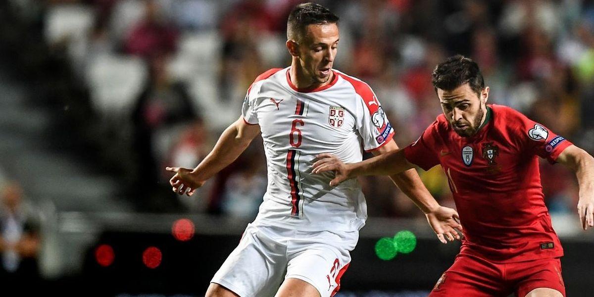 Bernardo Silva, ici à la lutte avec Nemanja Maksimovic, et les Portugais n'ont pas profité des deux matches joués à domicile.