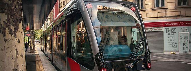 """Die Luxemburger Tram wird nach dem Vorbild der Straßenbahn in Saragossa streckenweise ohne Oberleitung auskommen. An jeder Haltestelle wird genügend Strom gespeichert, um """"oben ohne"""" zur nächsten zu gelangen."""