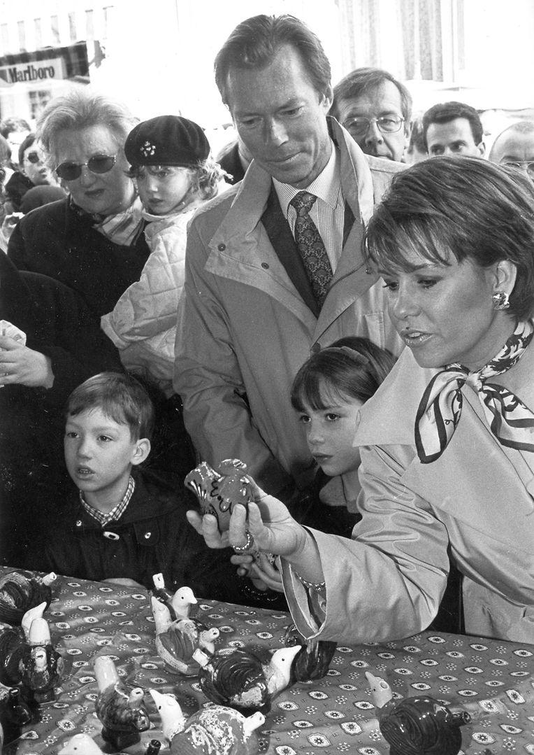 Alexandra e Sebastien, dois dos cinco filhos de Maria-Teresa e Henri em 1998, no Festival Emaischen, em Nospelt.