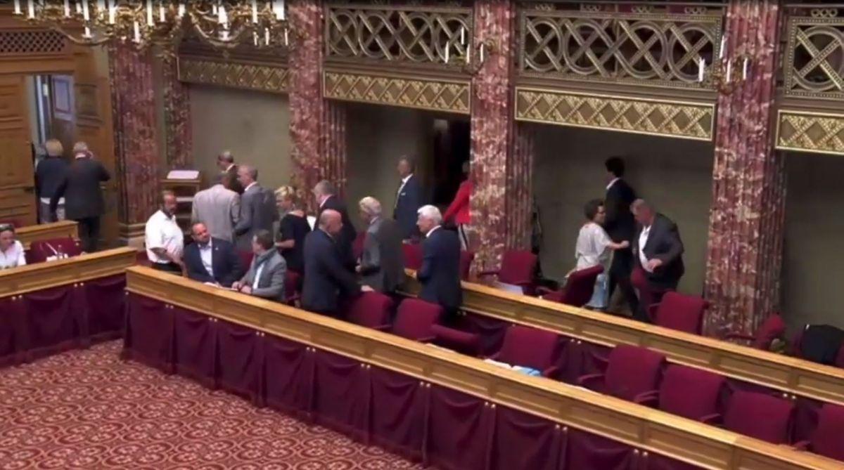 L'opposition quittant la Chambre des députés le mardi 9 juillet dernier.