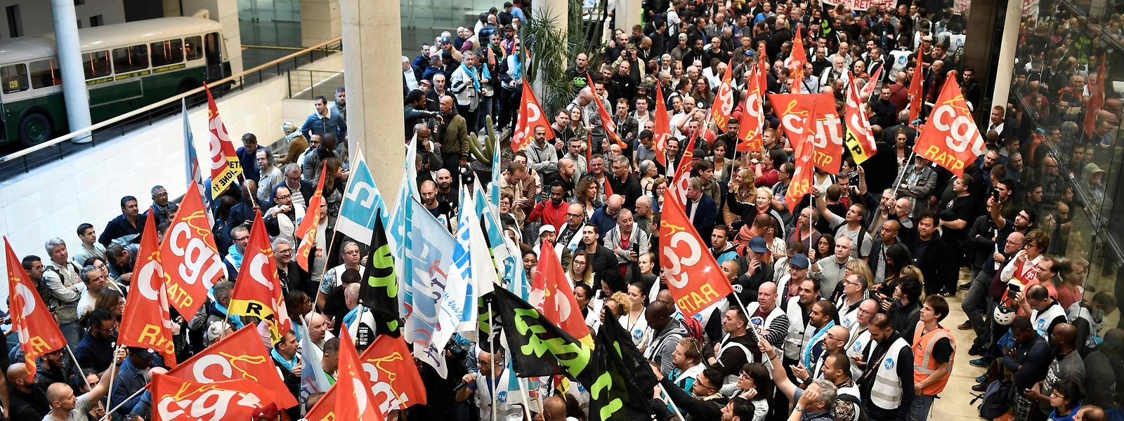 TOPSHOT - CGT Union members gather inside Paris public transports operator headquarters La Maison de la RATP in Paris on September 13, 2019 during a one-day strike of RATP employees over French government's plan to overhaul the country's retirement system. (Photo by STEPHANE DE SAKUTIN / AFP)