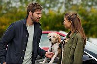 Kaum zu Hause angekommen, trifft Maren (Lena Meckel) auf den charmanten Lennart (Tommy Schlesser) und dessen Hund Chili. Schon zu Schulzeiten hat Maren den älteren Mitschüler aus der Ferne angehimmelt. Doch er scheint sich an sie zu erinnern.