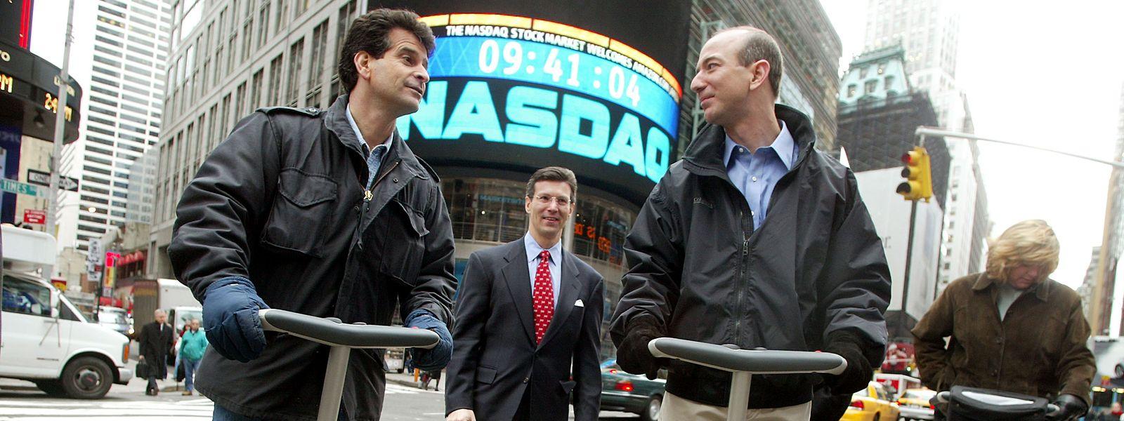 Einer der Stars der New Economy war Amazon-Gründer Jeff Bezos. Hier mit Segway-Erfinder Dean Kamen (links).