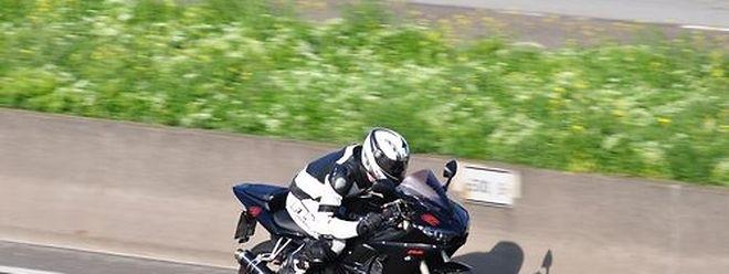 O 'motard' acelerou até aos 260 km/h na tentativa de fugir à polícia