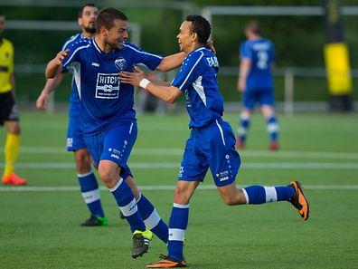 Patrick Neves et Edson Rodrigues sont fous de joie après le premier et seul but de cette demi-finale contre Weiler