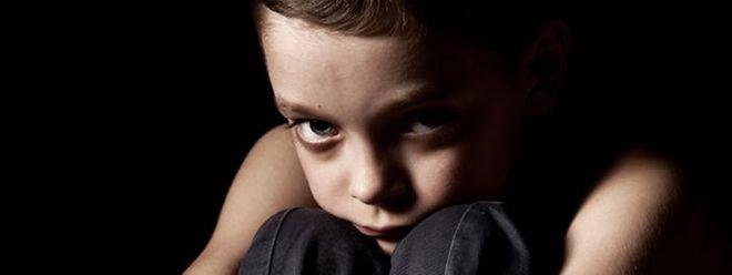 Durch die Verbreitung im Internet werden einmal missbrauchte Kinder immer wieder zu Opfern.