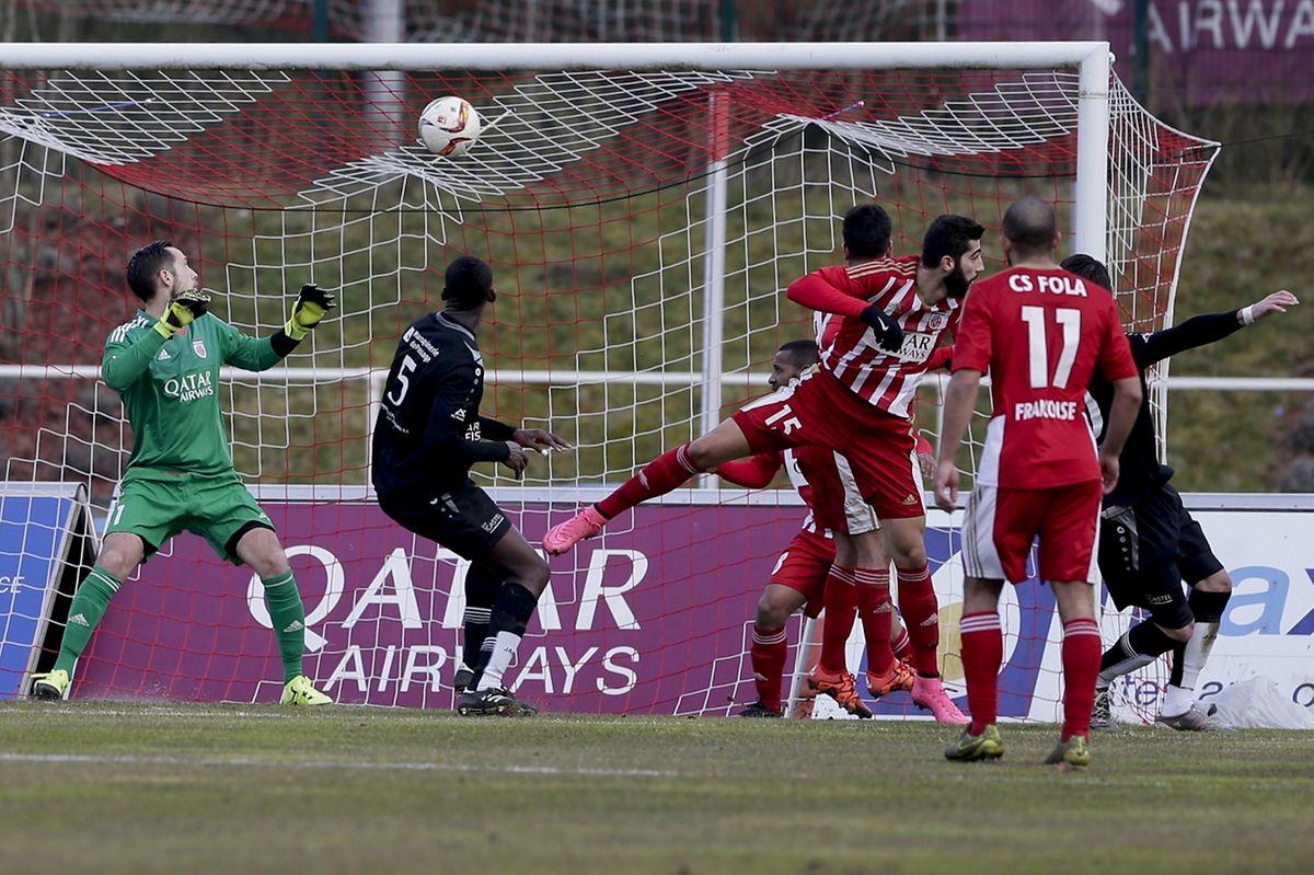 Thomas Hym ne peut rien faire, Edis Agovic vient de placer la balle hors de portée du gardien du Fola pour la réduction du score.