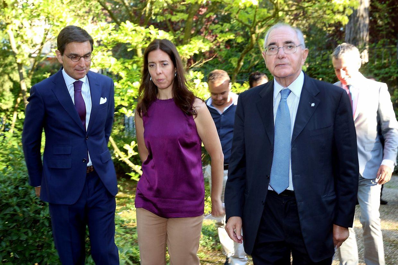 O embaixador Carlos Pereira Marques, a assessora de imprensa do ministro do Negócios Estrangeiros,  e Rui Machete na residência oficial do embaixador de Portugal no Luxemburgo