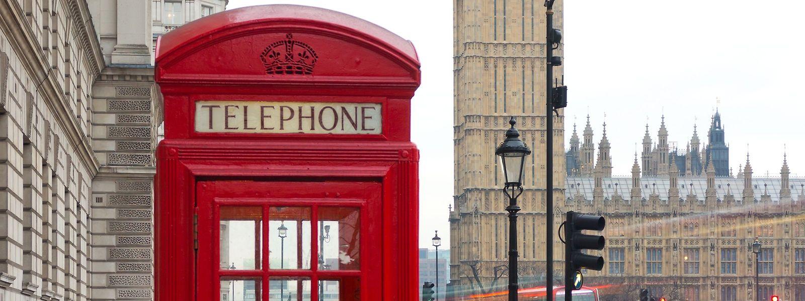 Sollten die Roaming-Gebühren für Mobiltelefonate durch den EU-Austritt wieder kostspielig werden, könnte die gute alte Telefonzelle erneut an Charme gewinnen – sofern sie noch funktioniert.
