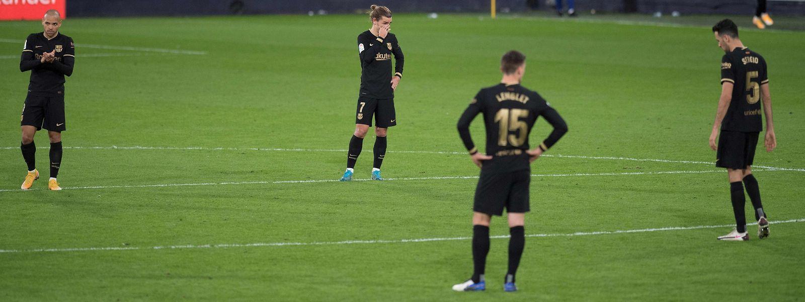 Die Spieler des FC Barcelona wirken teilweise ratlos.