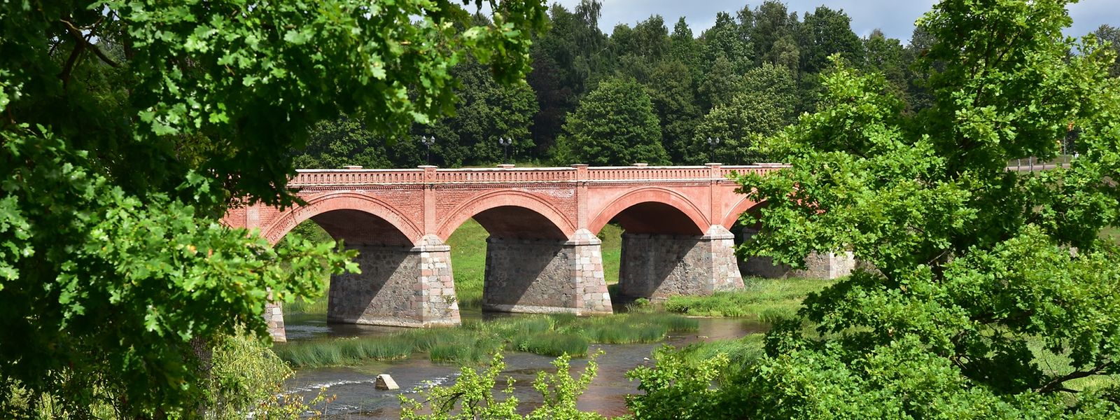 Die massive Steinbrücke über die Venta stammt aus dem 19. Jahrhundert.