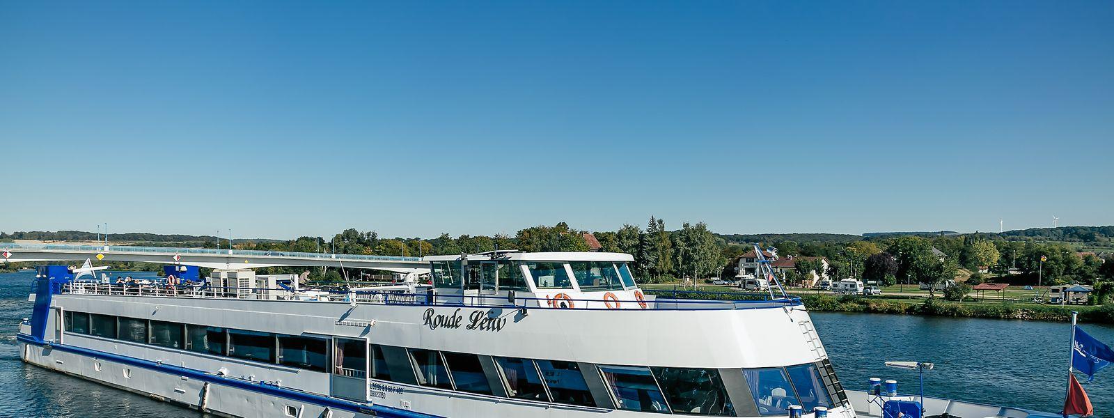Barco de passageiros Roude Léiw já flutua na Mosela.
