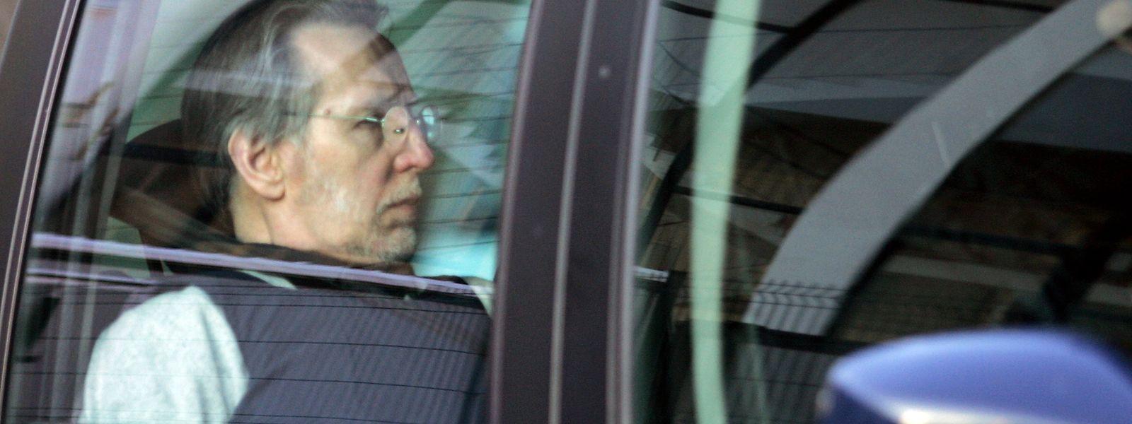 Fourniret war im Verlauf des zweimonatigen Prozesses im Jahr 2008 durch Gefühllosigkeit aufgefallen.
