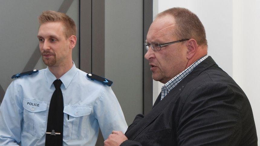 Kriminalpolizist Mario Schmitz (r.) war als junger Soldat an einer geheimen Übung beteiligt.