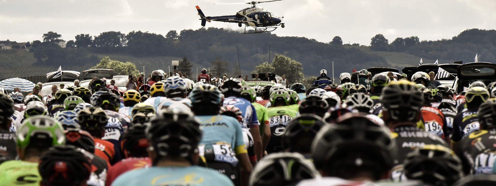 Bei der SkodaTour wird erstmals ein Helikopter für die TV-Übertragung eingesetzt.