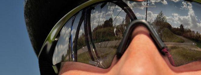 Sportbrillen schützen das Auge und sollen für gutes Sehen zum Beispiel auf Pisten und Straßen sorgen.